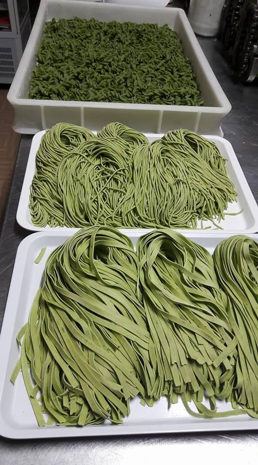 La nostra pasta fresca con spinaci freschi .. leggera , gustosa.. Fusilli trafilati a bronzo , taglierini e fettuccine