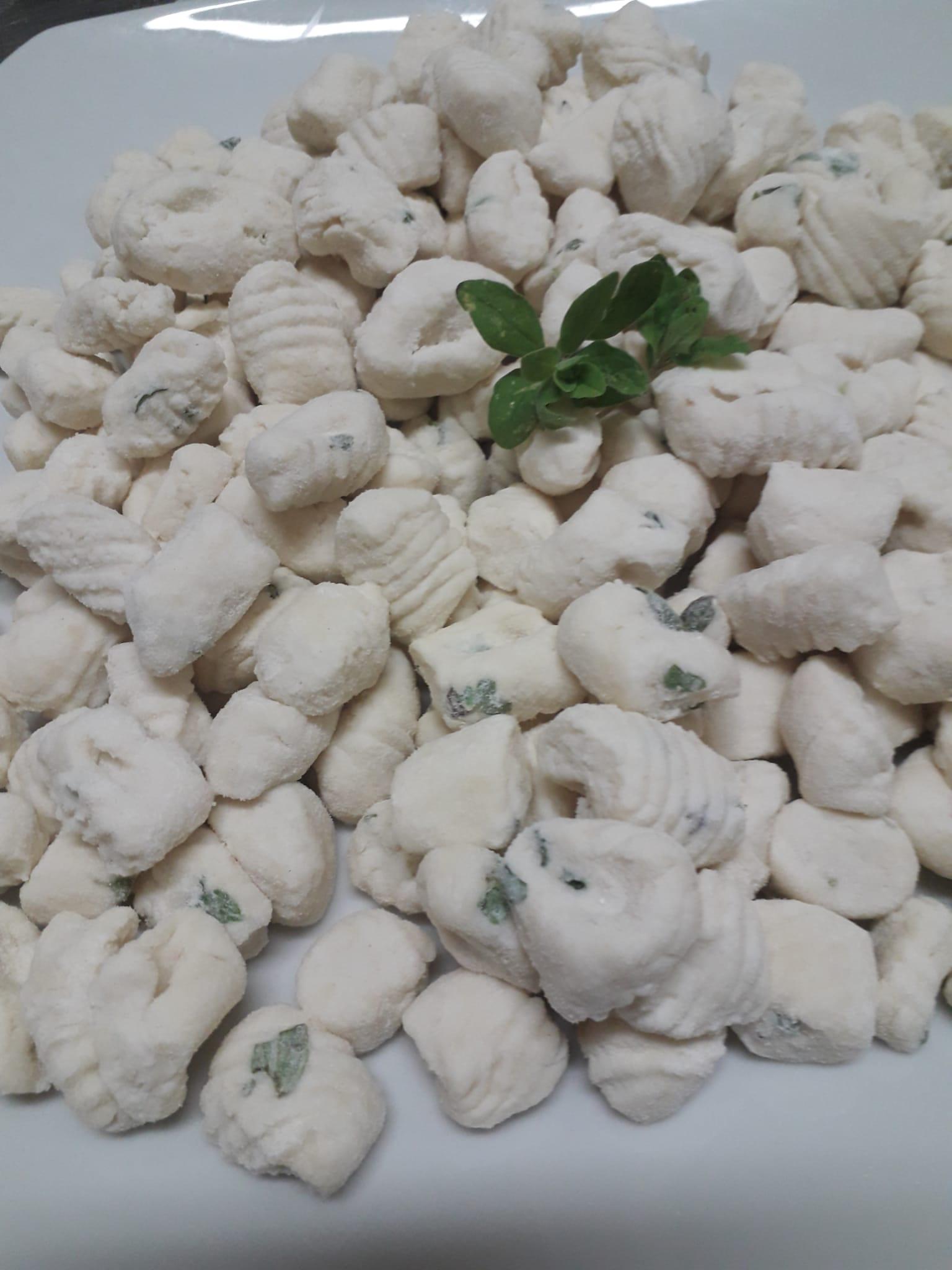 chicche di ricotta di capra fresca e pesto di basilico